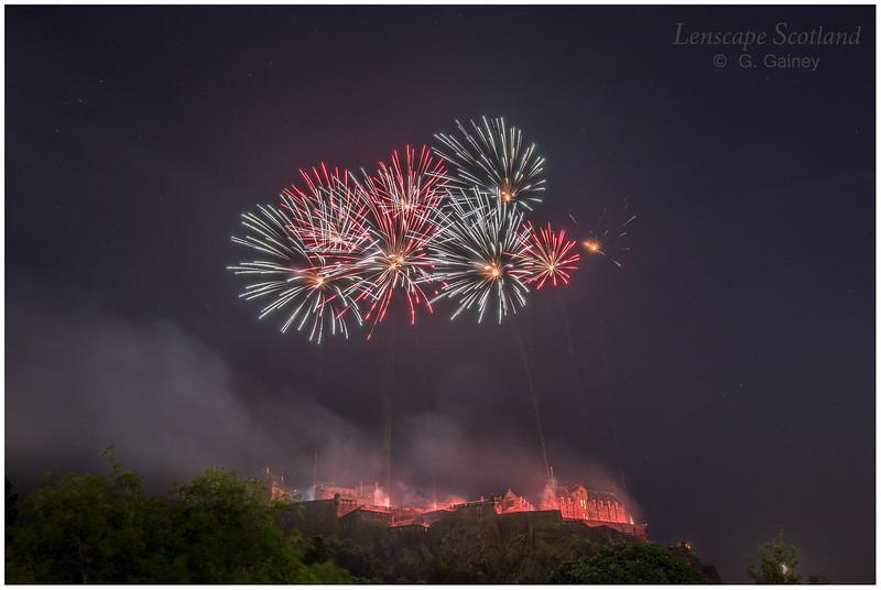 Fireworks over Edinburgh Castle from Princes Street Gardens (5)