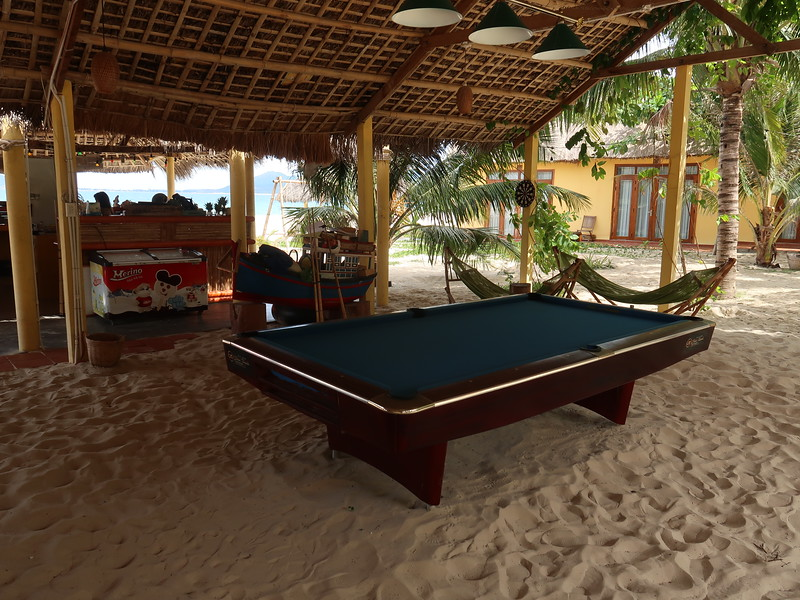 IMG_1168-ocean-beach-pool-table.JPG