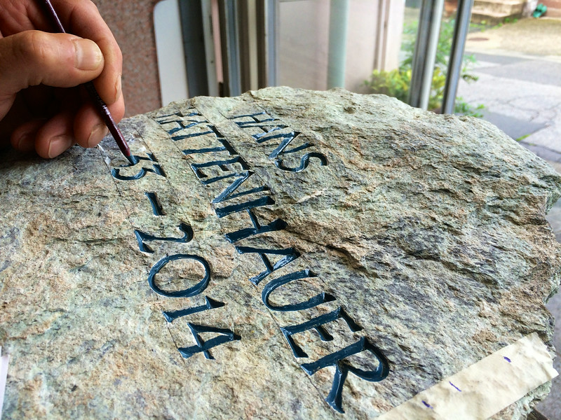 Inschrift blau getönt