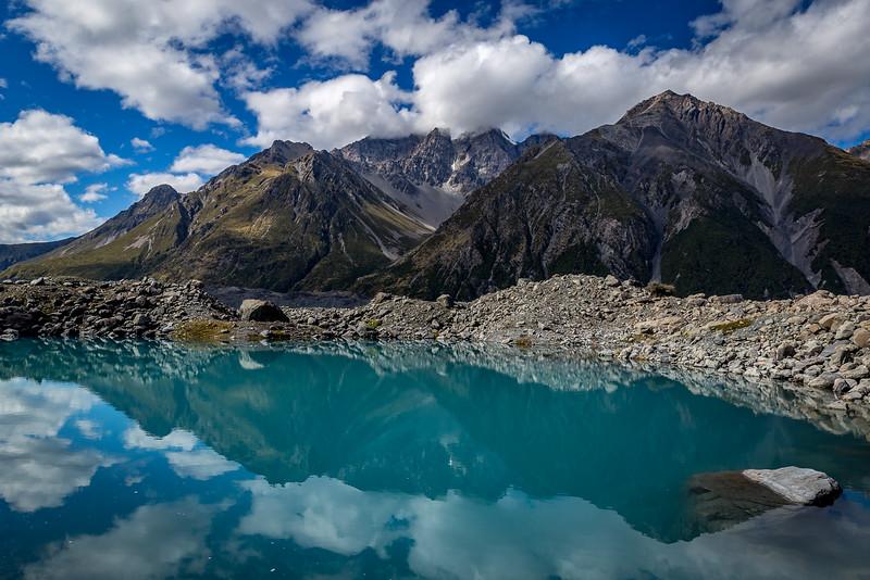 «Tasman Glacier»: Spiegelung im kleinen See