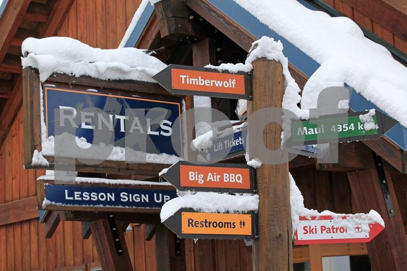 Snoqualmie ski area 8905.jpg