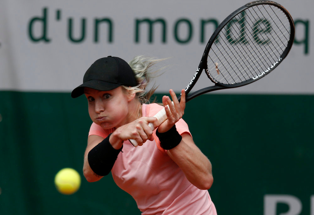 . USA\'s Bethanie Mattek-Sands returns to Argentina\'s Paula Ormaechea during their French Tennis Open third round match at the Roland Garros stadium in Paris, on June 1,  2013.   THOMAS COEX/AFP/Getty Images