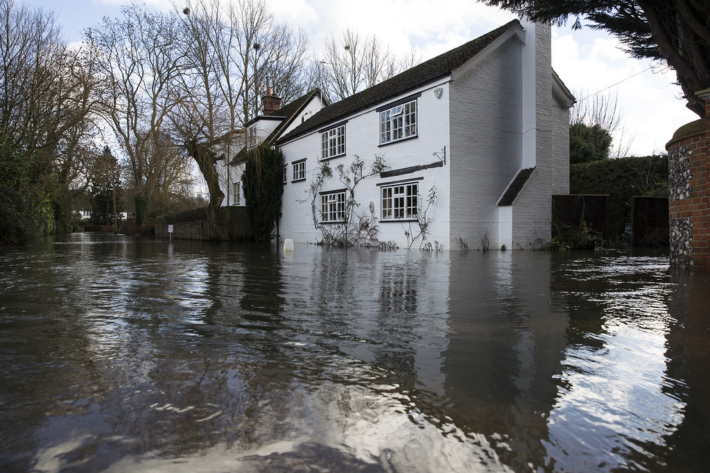 . A large house near the River Thames is surrounded by flood water on February 13, 2014 in Wargrave, England.  (Photo by Oli Scarff/Getty Images)