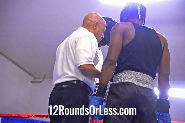 Bout #3:   DeMarkus Minter, Red Gloves, 195 lbs  -vs-  Christopher Hardaway, Blue Gloves, 182 lb.