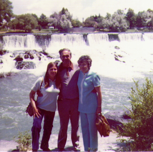 Connie,Wayne,Bonnie, Idaho Falls, Sep. 1973.jpg