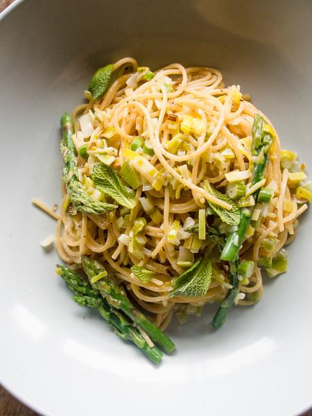 asparagus pasta on barrel 11.jpg