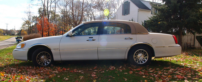 SOLD!!!!  2002 Lincoln Town Car