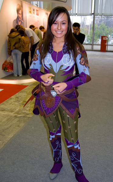 LOTR Online girl on Igromir 2008