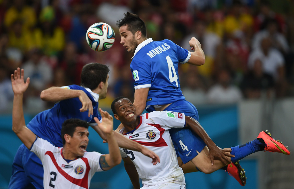 . Greece\'s defender Koastas Manolas (R) heads the ball during a Round of 16 football match between Costa Rica and Greece at Pernambuco Arena in Recife during the 2014 FIFA World Cup on June 29, 2014.        AFP PHOTO / PEDRO UGARTE