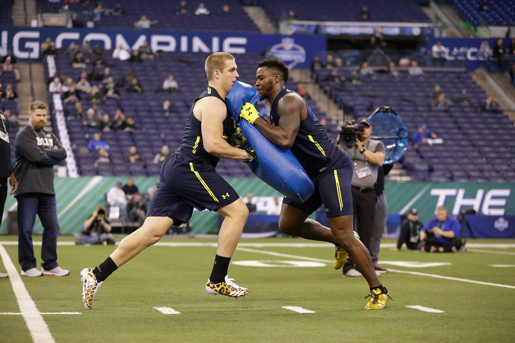 . Toledo tight end Michael Roberts, right, blocks Utep tight end Hayden Plinke as they run a drill at the NFL football scouting combine in Indianapolis, Saturday, March 4, 2017. (AP Photo/Michael Conroy)