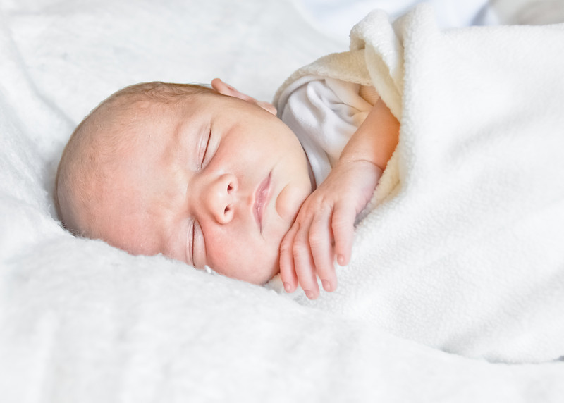 Henry newborn-27.jpg