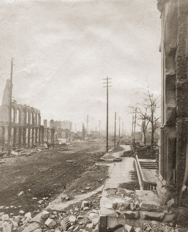 . State Street in Chicago, after the Great Chicago Fire, 1871. (Photo by Otto Herschan/Hulton Archive/Getty Images)