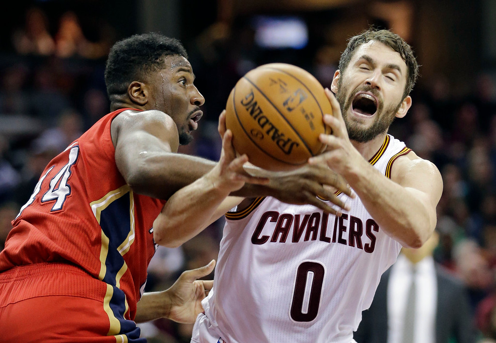. New Orleans Pelicans\' Solomon Hill, left, knocks the ball loose from Cleveland Cavaliers\' Kevin Love in the first half of an NBA basketball game, Monday, Jan. 2, 2017, in Cleveland. (AP Photo/Tony Dejak)