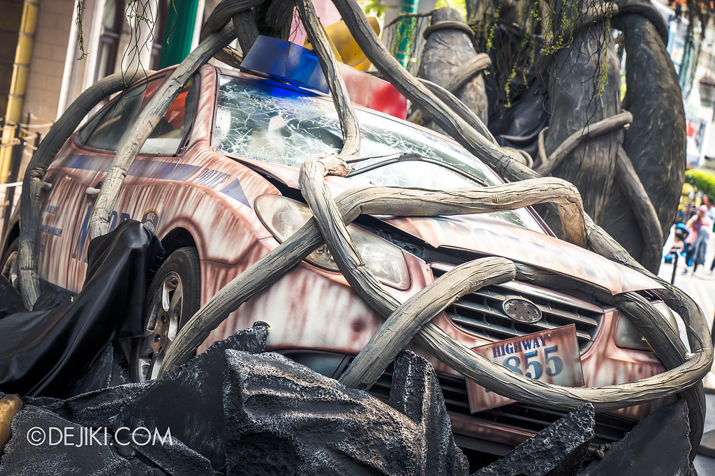 Universal Studios Singapore Halloween Horror Nights 8 / Apocalypse Earth scare zone wrapped car