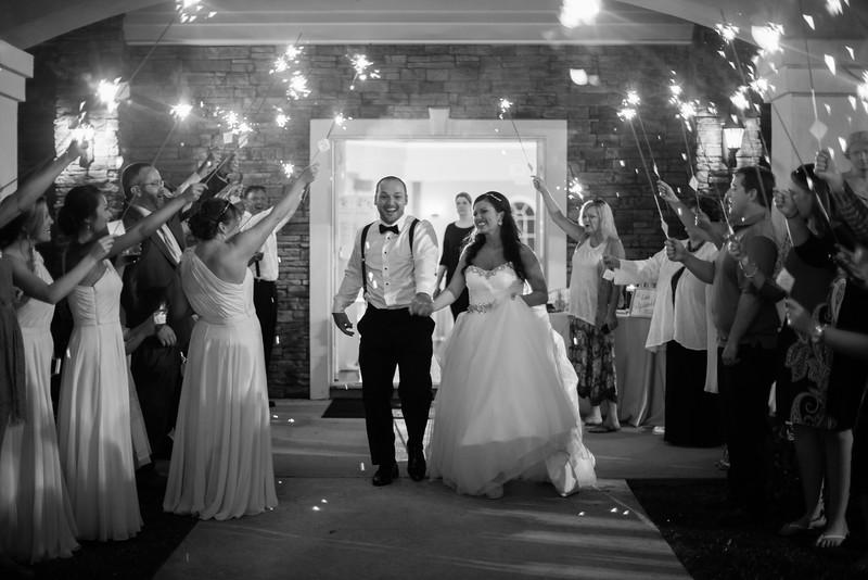 1194_Josh+Lindsey_WeddingBW.jpg