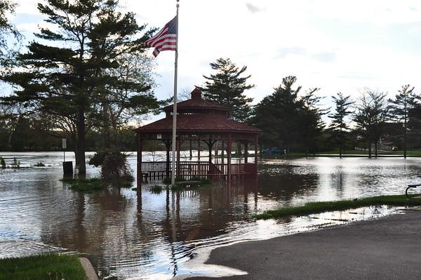 05-06-17 NEWS High Water in Pontiac Park