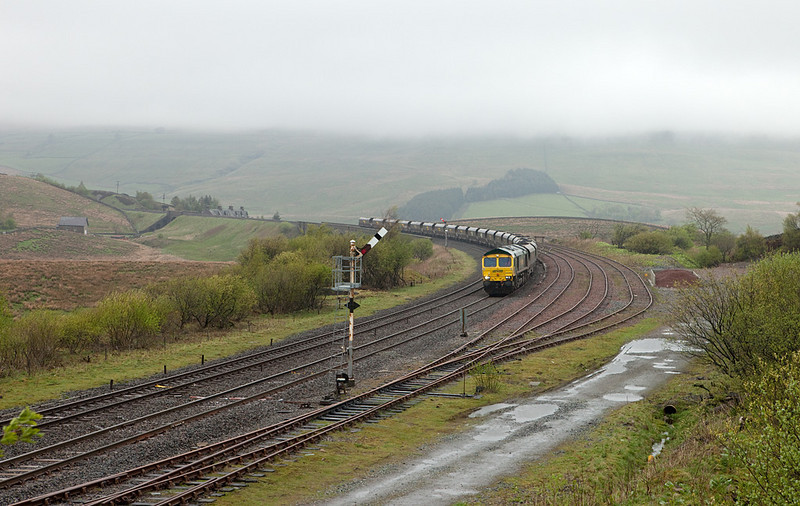 Freightliner 66595 with the 6Z73 04:47 Killoch - Ratcliffe Powerstation loaded FHH coal in Garsdale.