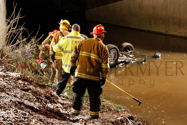 04.16.14 Jeep into creek Fatal in 33 Local