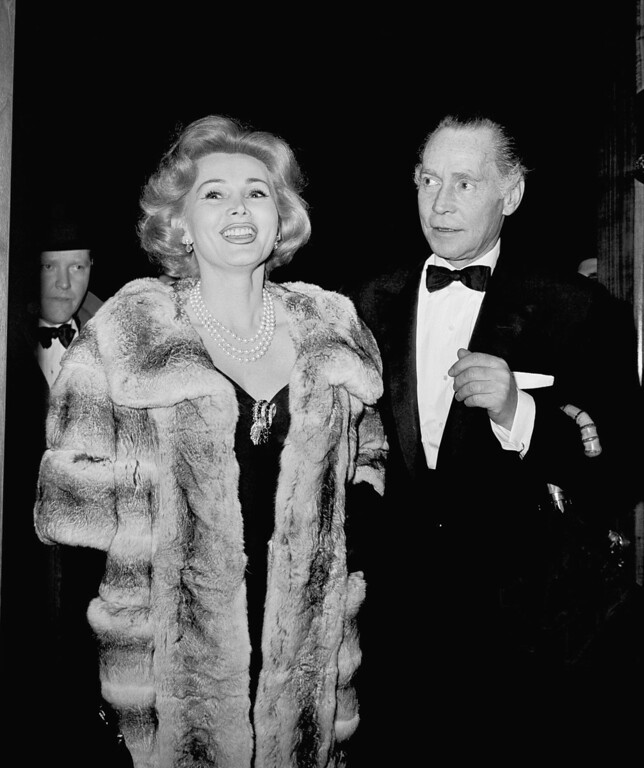 ". Zsa Zsa Gabor and Franchot Tone arrive on May 5, 1958 at the  Lunt-Fontanne Theater in New York City, for opening night performance of ""The Visit,\""  a drama starring Broadway\'s husband and wife team, Alfred Lunt and Lynn Fontanne. (AP Photo)"