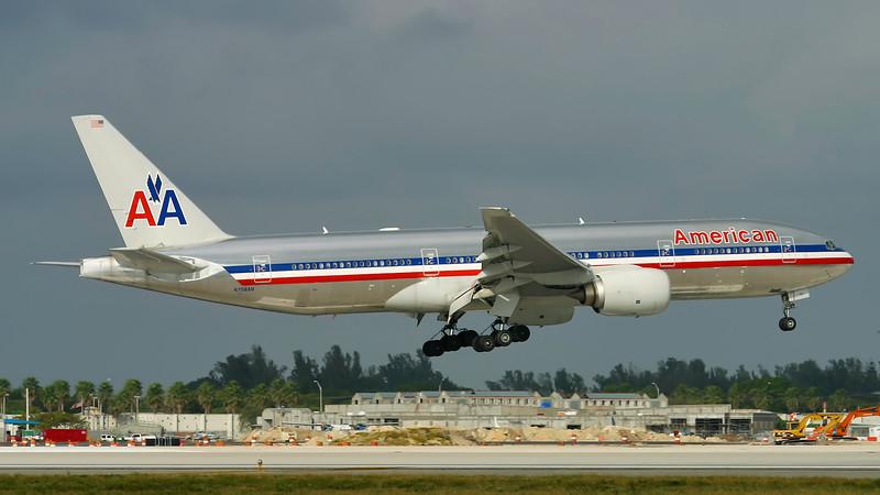 N758AN. Boeing 777-223(ER). American. Miami. 081202.