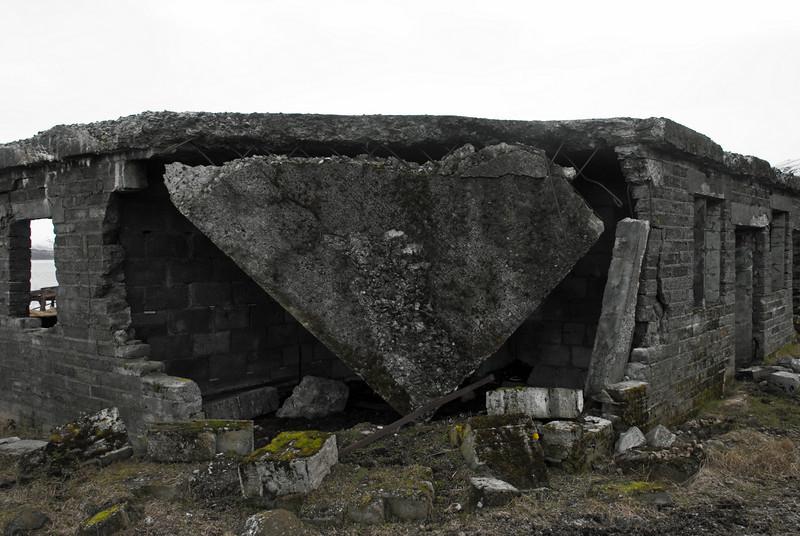 Byggingarnar á Hvítanesi grotna niður