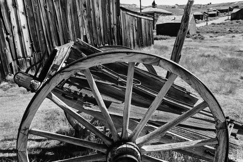 Bodie Wagon Wheel B&W