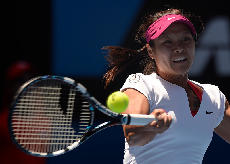 . Li Na of China makes a forehand return to Eugenie Bouchard of Canada  during their semifinal at the Australian Open tennis championship in Melbourne, Australia, Thursday, Jan. 23, 2014. (AP Photo/Andrew Brownbill)