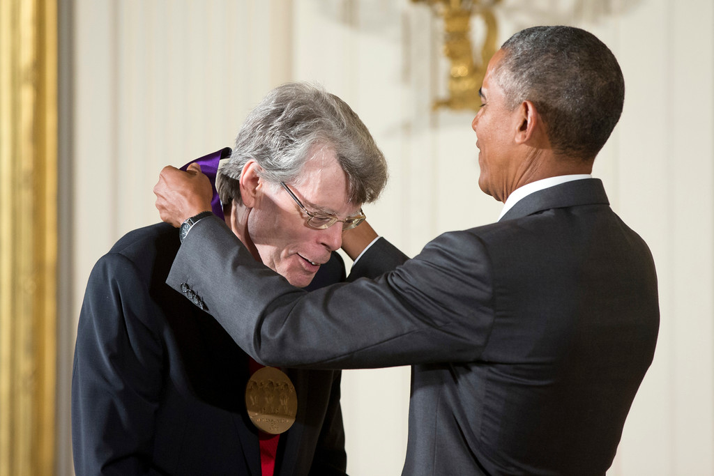 . President Barack Obama awards the 2014 National Medal of Arts to Author Stephen King of Bangor, Maine, during a ceremony in the East Room at the White House in Washington, Thursday, Sept. 10, 2015. (AP Photo/Andrew Harnik)