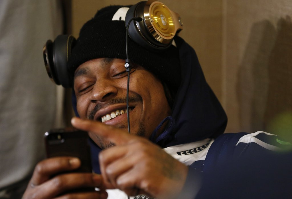 """. <p>2. MARSHAWN LYNCH <p>Seahawks ready to shatter the Super Bowl record for most ingrates. (unranked) <p><b><a href=\'http://espn.go.com/nfl/playoffs/2013/story/_/id/10370155/super-bowl-marshawn-lynch-seattle-seahawks-leaves-media-session-second-straight-day\' target=\""""_blank\""""> HUH?</a></b> <p>   (Jeff Zelevansky/Getty Images)"""