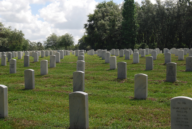 19 Graves at Florida National Cemetery.jpg