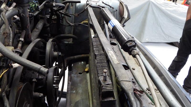 Air con condenser top corner rail loose