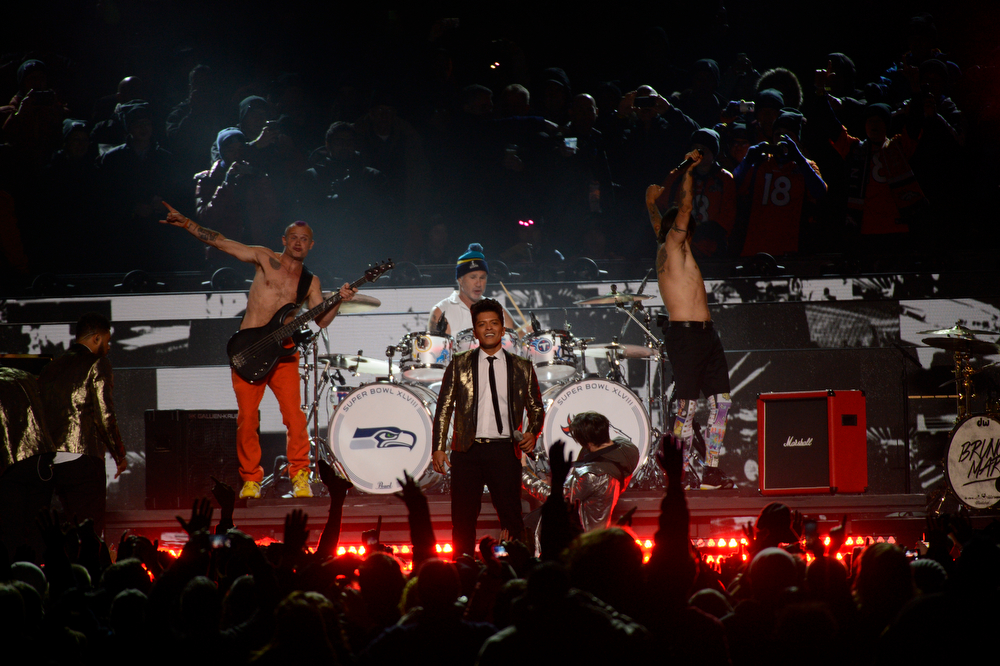 . Bruno Mars and the Red Hot Chili Peppers perform during the halftime show at Super Bowl XLVIII at MetLife Stadium in East Rutherford, New Jersey Sunday, February 2, 2014. (Photo by Joe Amon/The Denver Post)