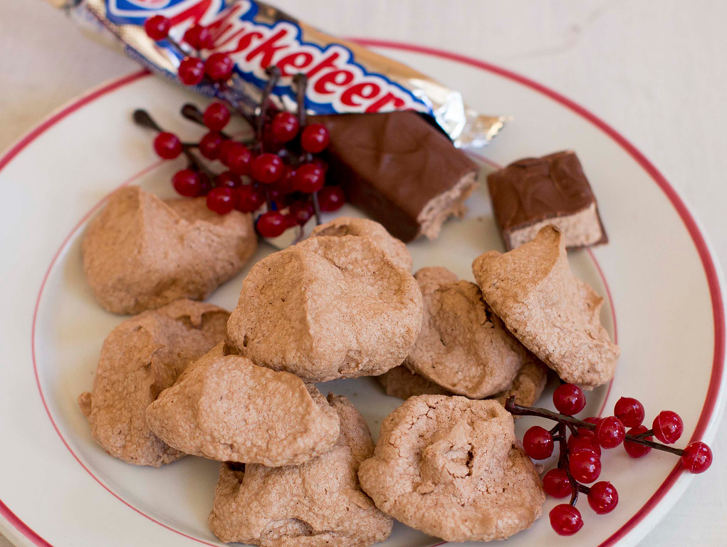 ". When it comes to holiday cookies, everything depends on the recipe and a few simple techniques. <a href=""http://www.morningjournal.com/lifestyle/20141128/recipe-a-holiday-cookie-inspired-by-3-musketeers-candy-bars\"">Get the recipe for triple musketeer puffs, inspired by 3 Musketeers candy bar</a>. (AP Photo/Matthew Mead)"
