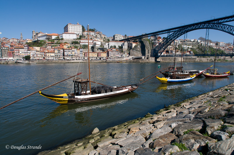Sat 3/19 in Gaia: Boats on the Douro River and the Dom Luis l Bridge in the background