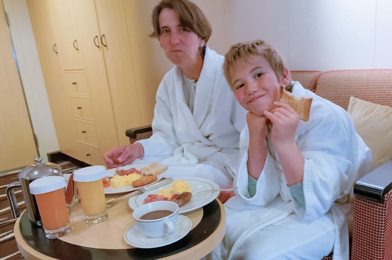 Mehr als zwei køonnen in unserer Kabine allerdings nicht gleichzeitig frühstücken.