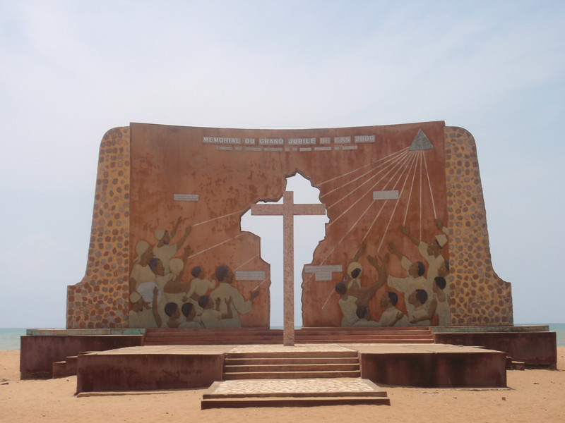 012_Ouidah. Slave Route. Memorial du Grand Jubile de l'An 2000.jpg