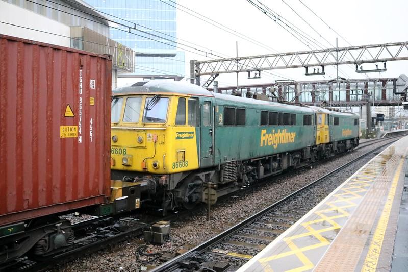 86610_86608 0957/4L89 Coatbridge-Felixstowe passes Stratford