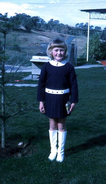 1972-7-23 (2) Susan 7 yrs.jpg