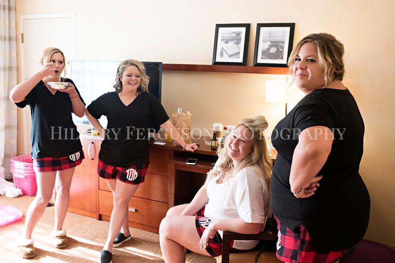 Hillary_Ferguson_Photography_Melinda+Derek_Getting_Ready065.jpg