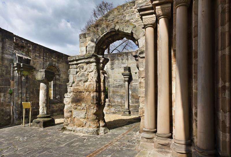 Thalbürgel, ehem. Klosterkirche. Westl. Vorhalle: Blick von Westportal nach Nordwest