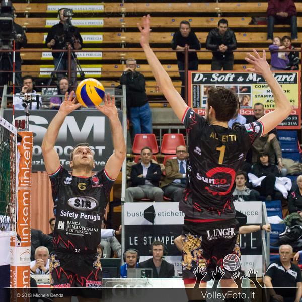 Daldello Nicola alza il pallone per Alletti Aimone (Perugia)