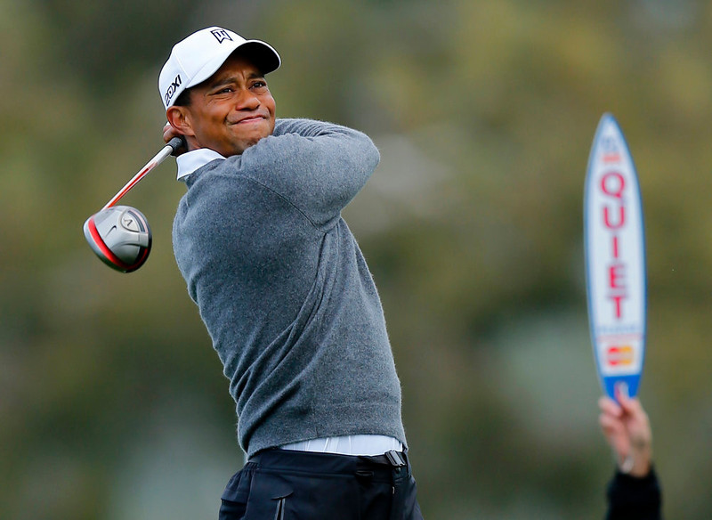 . U.S. golfer Tiger Woods hits off the 2nd tee during weather delayed third round play at the Farmers Insurance Open in San Diego, California, January 27, 2013.           REUTERS/Mike Blake