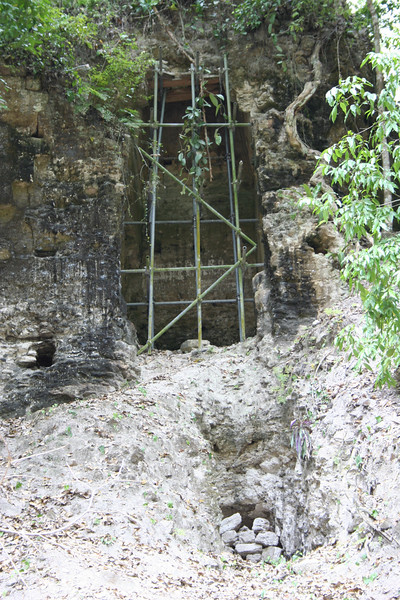 tomb with a grave robbers' tunnel