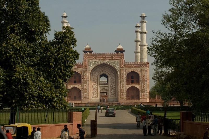 Taj Architect Tomb.jpg