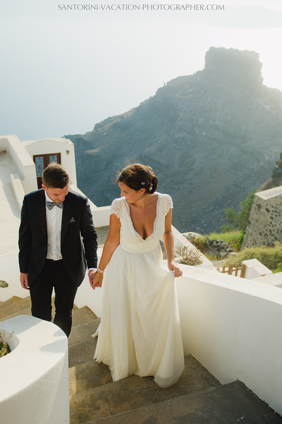 photo-session-santorini-caldera-honeymoon-wedding-dress-4.jpg