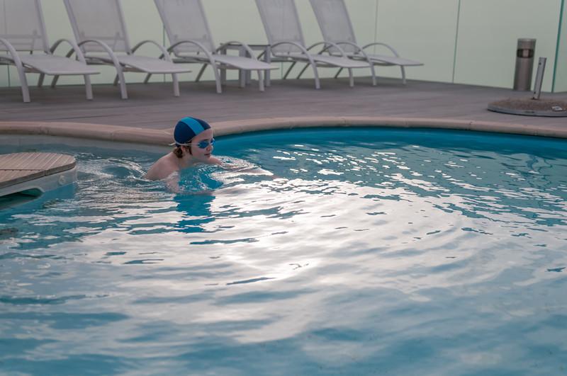 Im Hotell wollte Richard unbedings noch baden gehen. Das Wasser hatte 14 Grad... Bernd war auch drin!