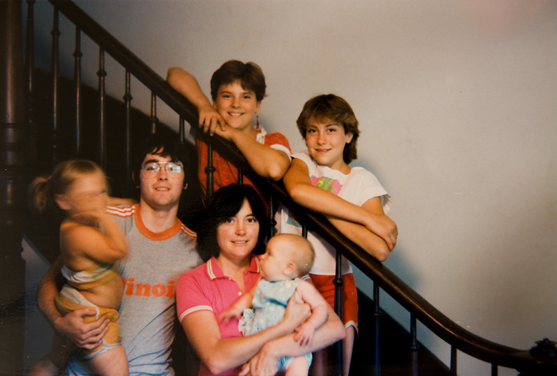 This would be late 1985 since Jonee is a baby.  Mom could be our sister, couldn't she?