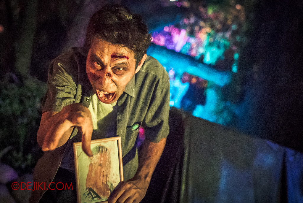 Halloween Horror Nights 6 - Suicide Forest scare zone / Old man looking for someone