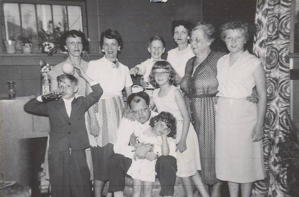 Dorothy and Ernest and relatives.jpg
