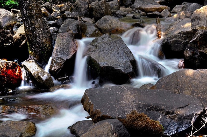 Yosemite - Bridalveil Fall Cascade 1.jpg